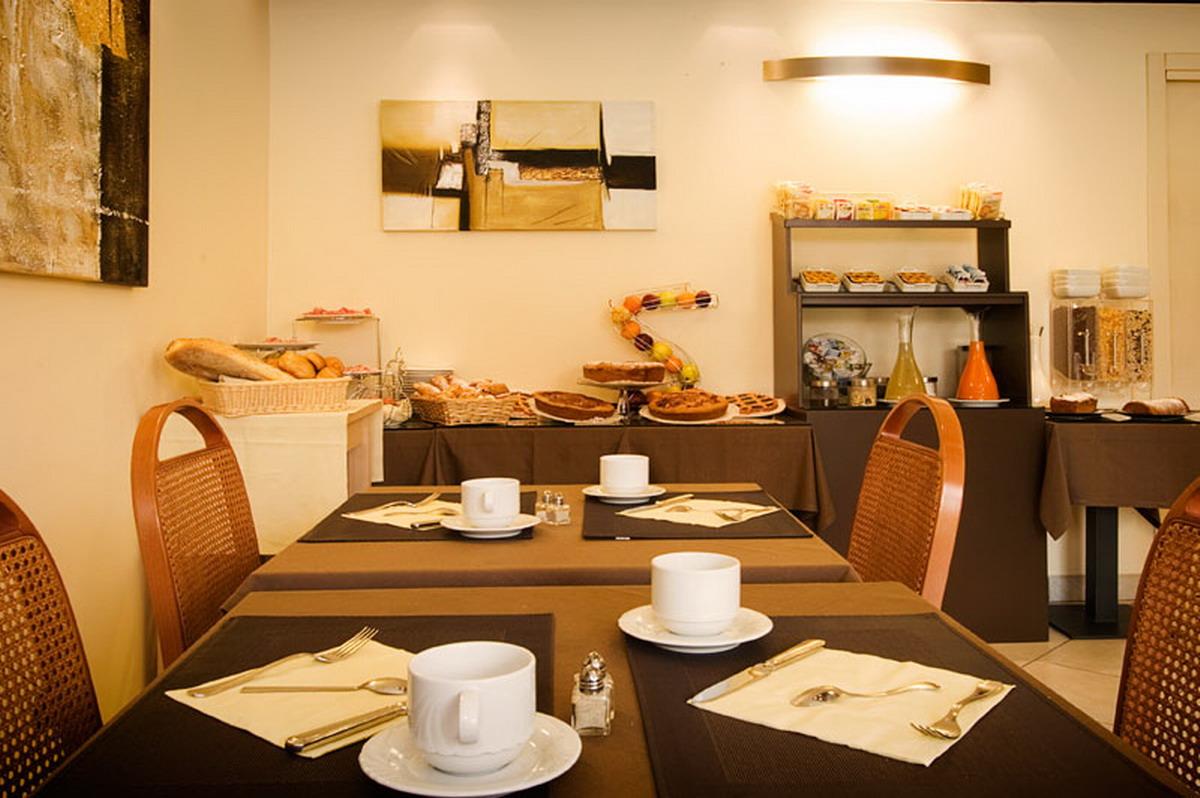 Breakfast room 3