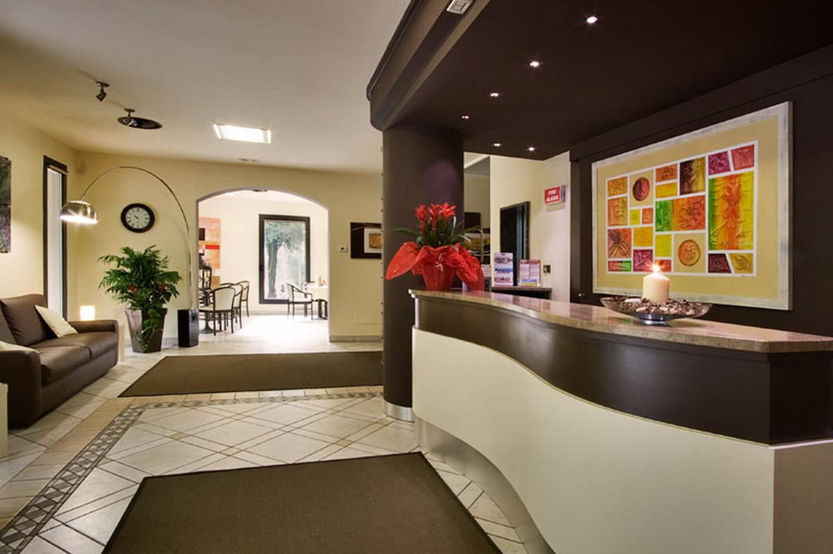 Reception-hall bar